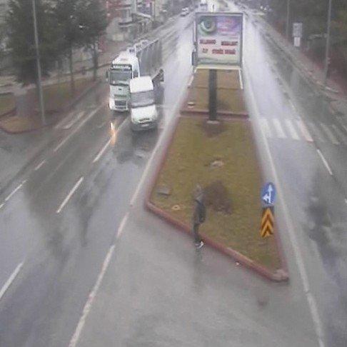 Karaman'da Kazalar MOBESE Kamerasına Yansıdı