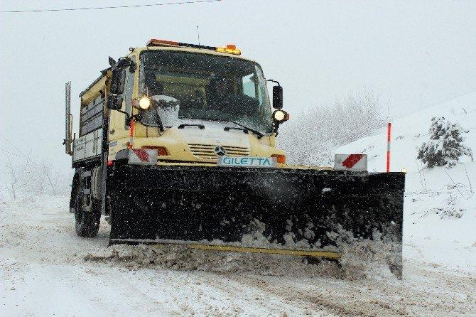 Kar Yağışı Uludağ Yolunu Kapattı, Karayolları 24 Saat Çalışıyor