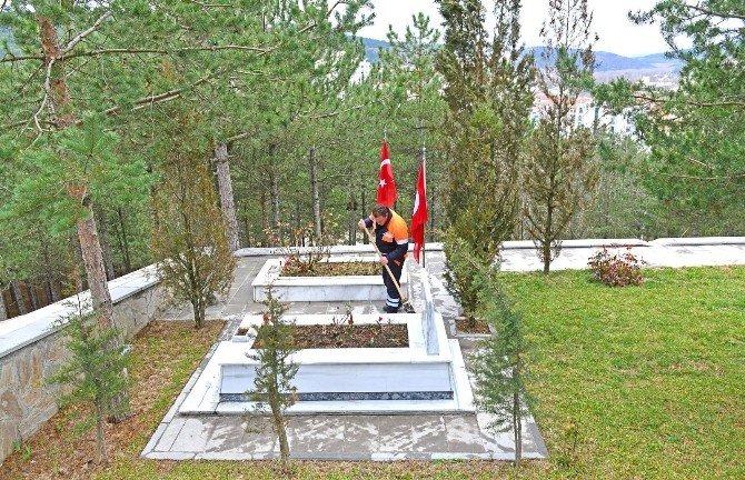 Belediyeden Şehit Mezarlarına Özel İlgi