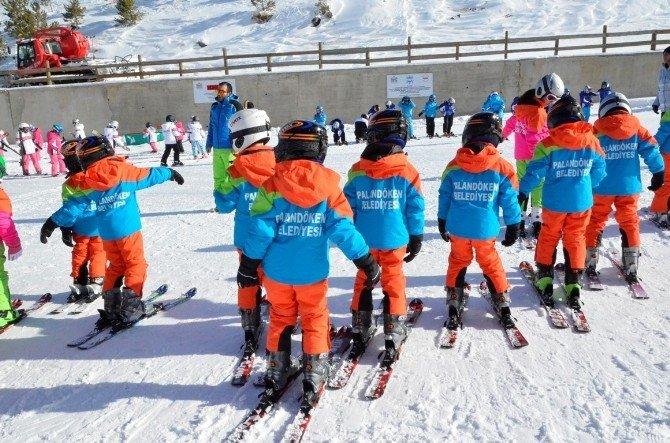 Palandöken Belediyesi, Çocuklara Zirvede Kayak Öğretiyor