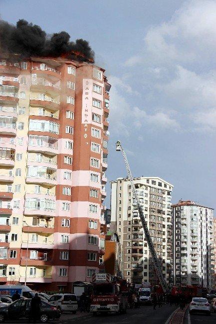 Kayseri'de 14 Katlı Binanın Çatısında Yangın Çıktı
