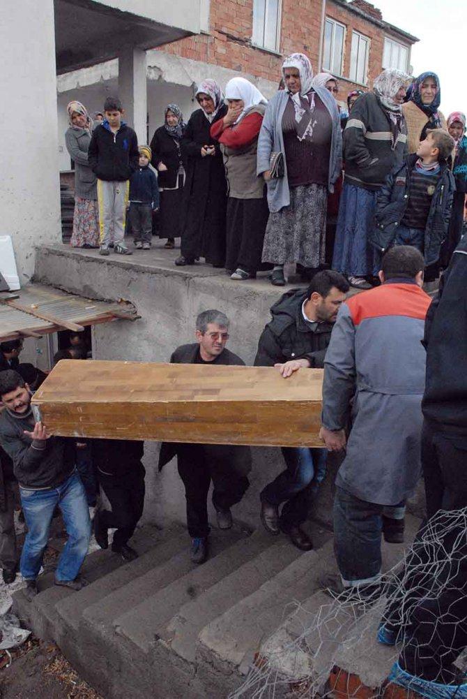 Lodosun etkisiyle baca yıkıldı, 3 kişi zehirlenerek öldü