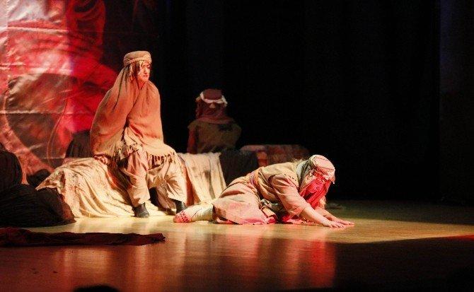 Abide-i Aşk Ayakta Alkışlandı