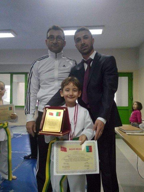 Burhaniye'de Tekvandoya Üniversite Desteği