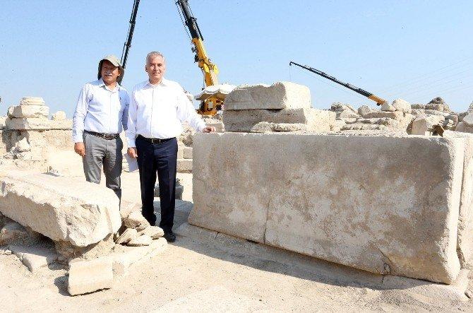 Laodikya'da Binlerce Eser Gün Yüzüne Çıkarıldı