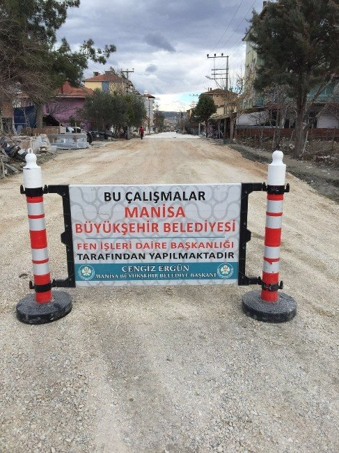 Manisa Büyükşehir'den Selendi'de Mıcır Serme Çalışması