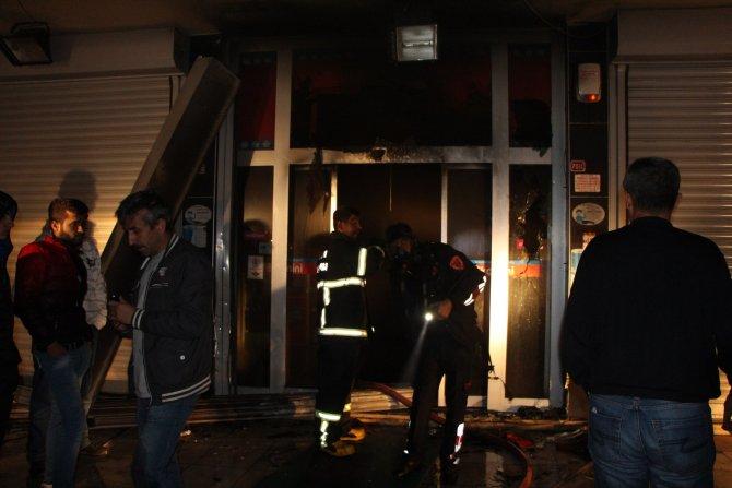 Nusaybin'de soğutucunun yol açtığı market yangını