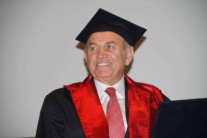 Fahri doktora alan Topbaş, rektörle selfie çekti