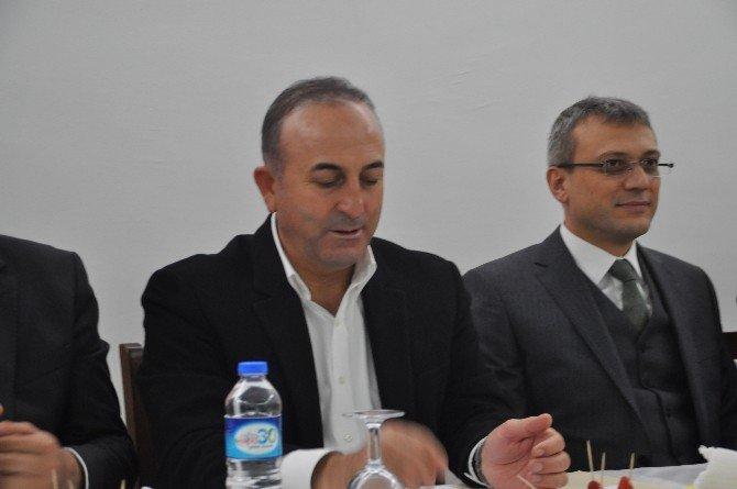Çavuşoğlu Antalya'da Muhtarlarla Bir Araya Geldi