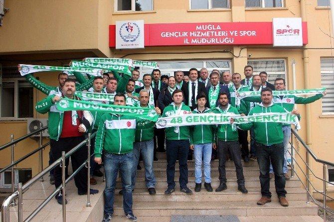 Milletvekili Öztürk'den Muğlasporlu Taraftarlara Kaşkol Desteği
