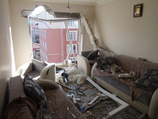 Şiddetli fırtına çatıları uçurdu
