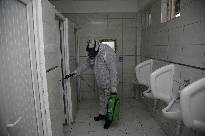Camilerde Dezenfekte Ve İlaçlama Çalışmaları