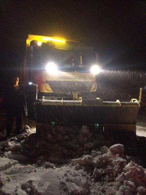 Yolda Biriken Karlara Kar Küreme Araçlarıyla Müdahale