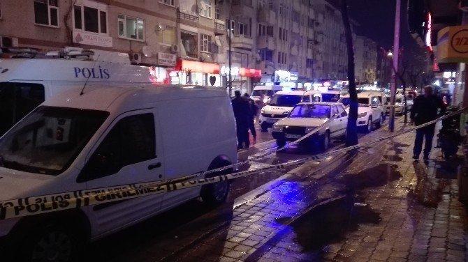 Birahanede Silahlı Saldırı: 1 Ölü, 2 Yaralı