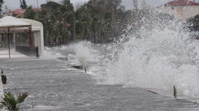 Lodos Ve Şiddetli Yağış Hayatı Olumsuz Etkiledi