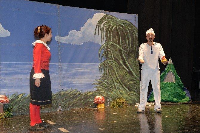 Çocuklar Tiyatro Keyfini Yaşamaya Devam Ediyor
