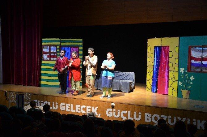 """Tiyatro Günleri'nde Moliere'in """"Cimri""""si Minikler İçin Sahne Aldı"""
