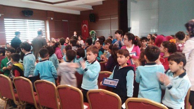 Yazar Azim, geleceğin yazarlarına konferans verdi