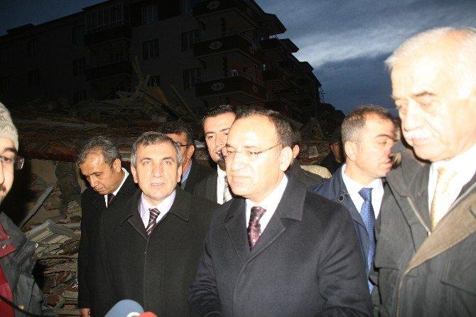 Yozgat'ın Yerköy İlçesinde Depremde Hasar Gören 5 Katlı Bina Çöktü