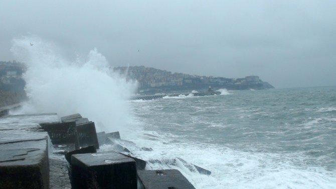 Karadeniz'de dev dalgalar