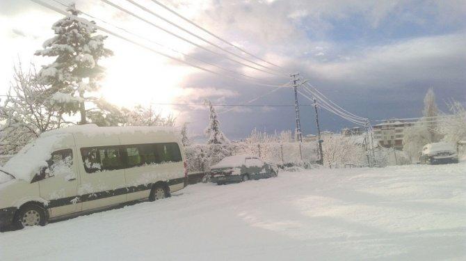 Tufanbeyli'de kar nedeni ile okullar tatil edildi