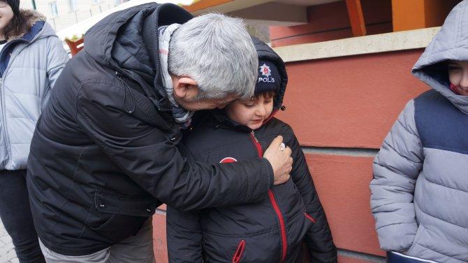 Buzda kayıp şaha kalkan öğrenci servisi, yürekleri ağızlara getirdi