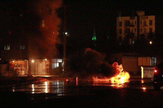 Antalya'da Polise Havai Fişek Ve Taş Atan Gruba Müdahale