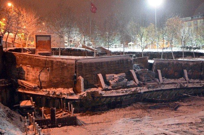 Bahçelievler'de Park Duvarları İnşaat Alanına Çöktü, 7 Bina Boşaltıldı