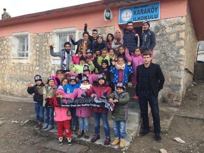 Çarşı Grubu Köy Öğrencilerine Yardım