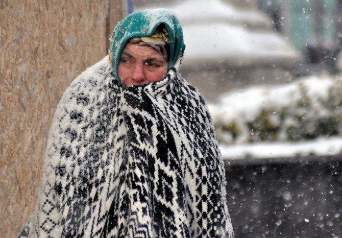 Bolu Kent Merkezinde Kar Yağışı Bastırdı