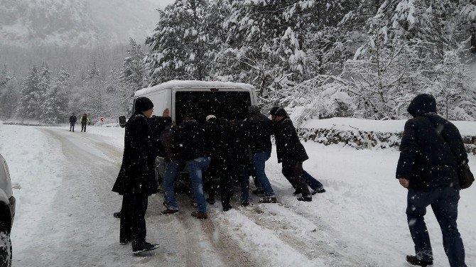 Bursa'nın Dağ İlçelerine Kar Engeli