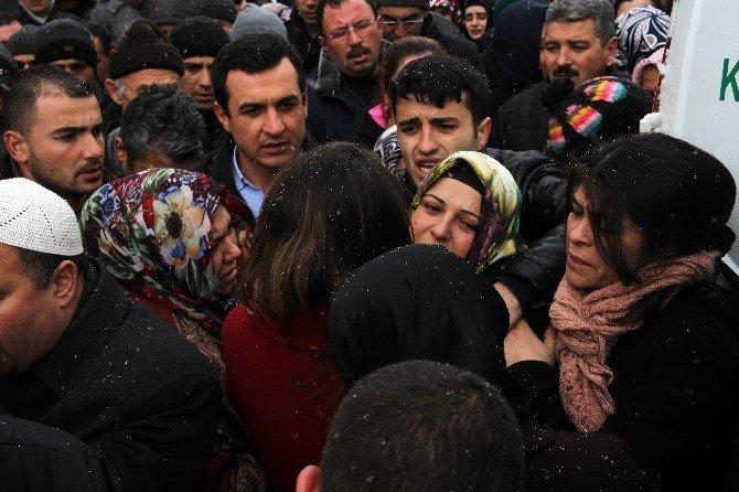 Şehit Altuntaş'ın Naaşı Kayseri'deki Evine Getirildi