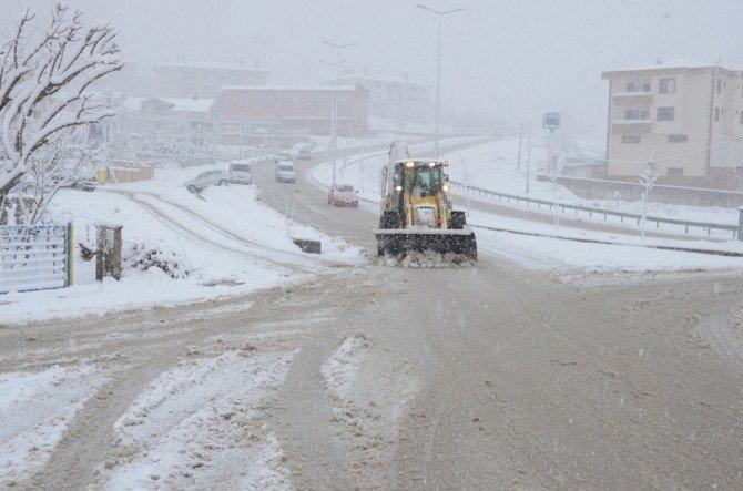 Düzce Belediyesi Kar Çalışmalarında Hız Kesmiyor