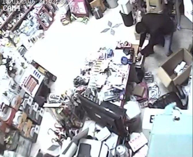 Ucuzluk merkezinden hırsızlık güvenlik kamerasında