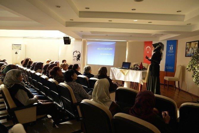 Kadınlara Aile İçi İletişim Anlatıldı