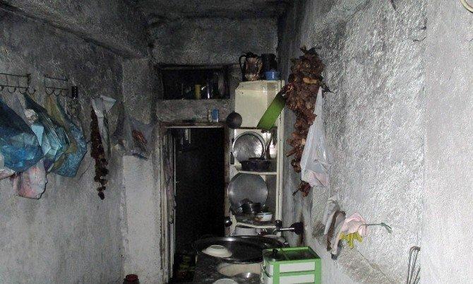 Yangında Mahsur Kalan Yaşlı Kadın Son Anda Kurtarıldı