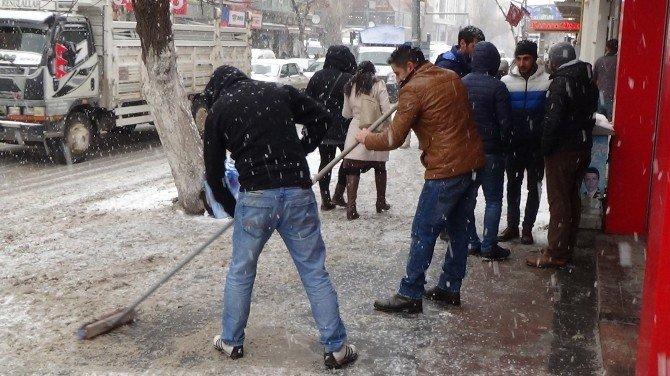 Kars'ta Kar Yolları Kapadı