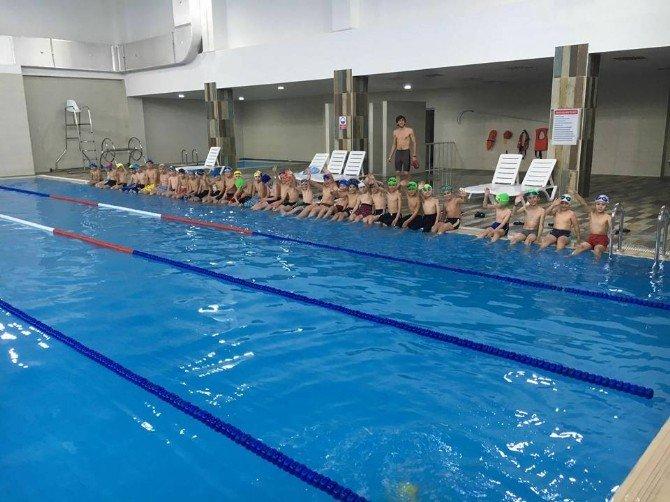 Tınaztepe Sosyal Ve Spor Tesisleri Yüzme Havuzu 7 Gün Hizmet Veriyor