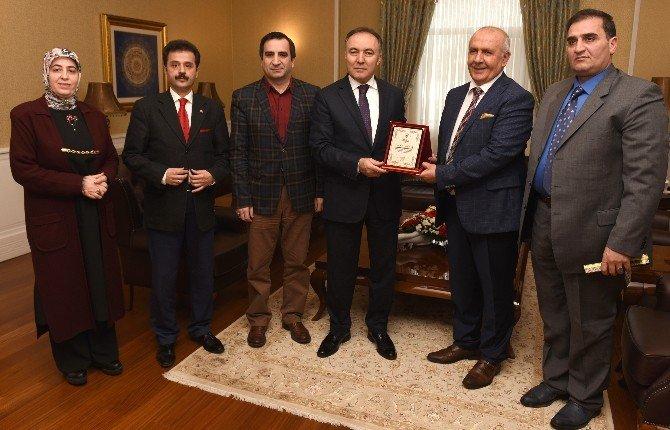Erzurum Kent Konseyi'nden Vali Dr. Altıparmak'a Plaket
