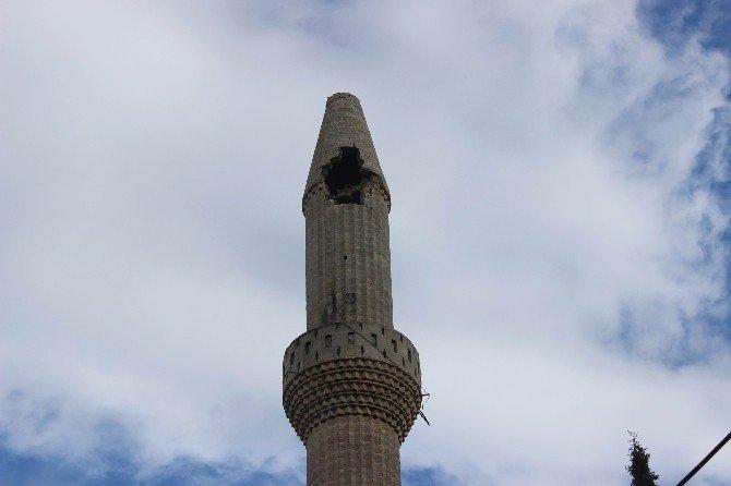 Kilis'te Minareye Yıldırım Düştü