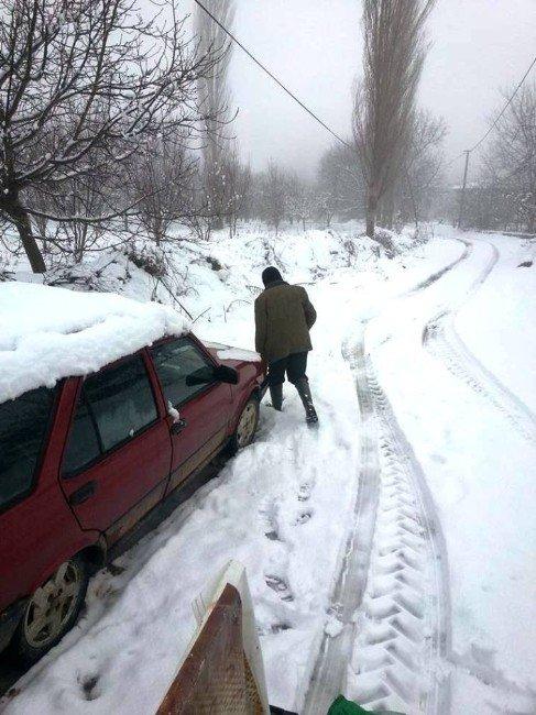 İzmir'in İlçelerini Hem Yağmur, Hem Kar Vurdu