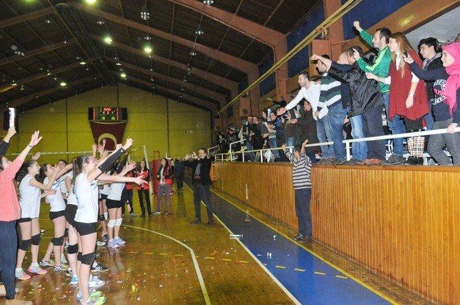 Nilüfer Belediyespor'un Küçükleri Namağlup Şampiyon
