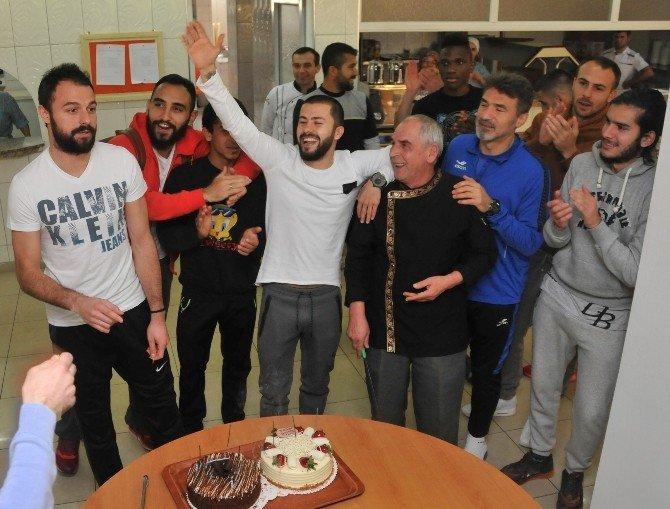 Multigrup Alanyaspor Kaptanına Doğum Günü Sürprizi