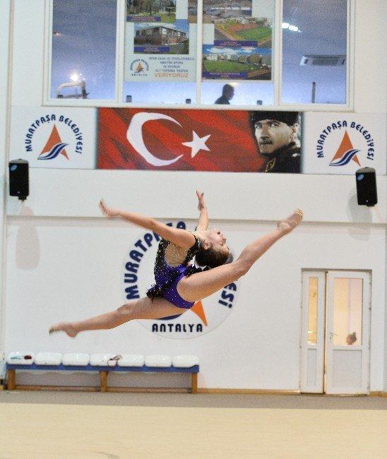 Muratpaşa'nın Cimnastikçileri Hırs Küpü