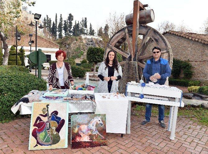 Hobi Kursunda Aile Boyu Sanat Yapıyorlar