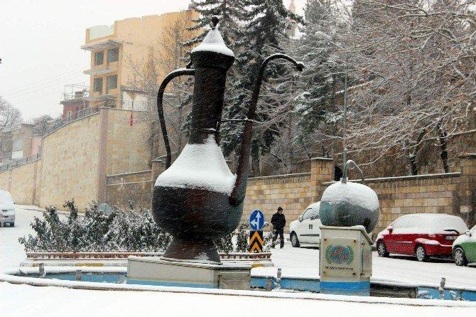 Nevşehir'de Kar Yağışı Etkili Oluyor