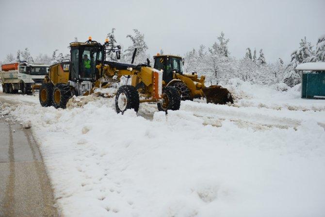 Nilüfer'de karla mücadele aralıksız devam ediyor