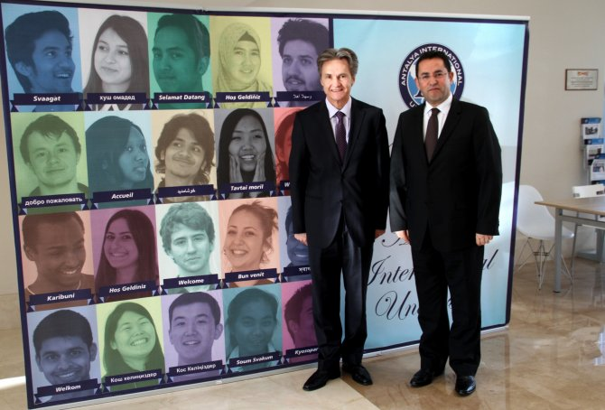Roman Büyükelçi, bilimsel etkinlikler için UAÜ'yü ülkesine davet etti