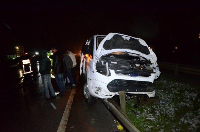 Kaza yapan otomobile panelvan çarptı: 3 Ukraynalı yaralandı