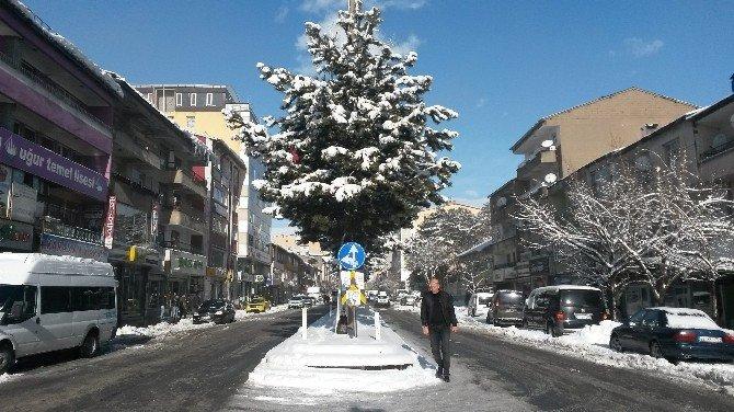 Tatvan'da Kar Yağışı